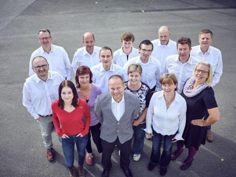 Geschäftsführung, Abteilungsleiter und Mitarbeiter der Bereiche Arbeitsvorbereitung und Administration der RINOVA Haustechnik und Ausbau Dresden